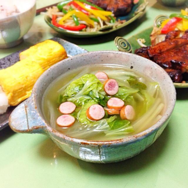 頂き物の白菜がまだまだあるんだよ。 - 13件のもぐもぐ - ソーセージと白菜のスープ。 by usaG