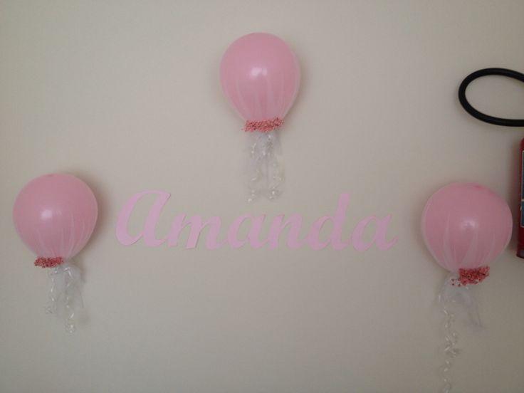 Decoração com balões cobertos com tule