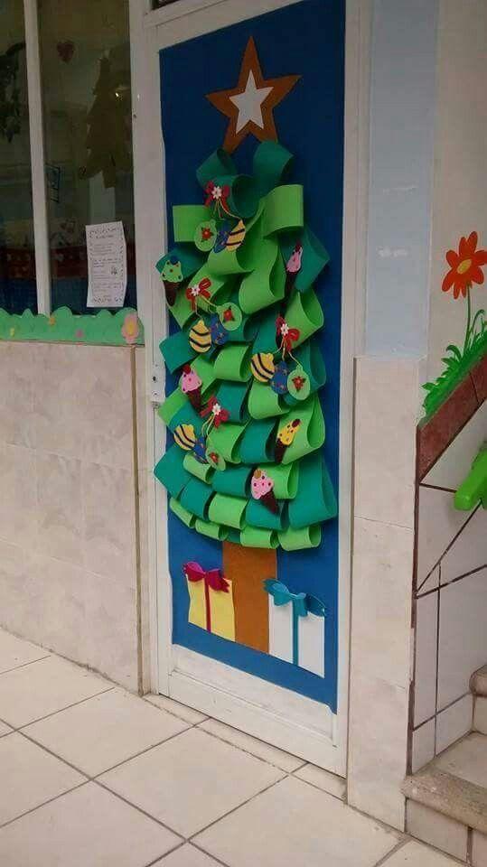 33 mejores im genes de decoraci n puertas navidad en for Puertas decoradas navidad colegio