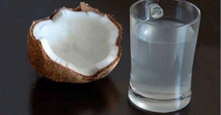Ah, se as pessoas soubessem o poder da água de coco...Infelizmente, a maioria nem imagina o quão poderosa é essa bebida.Inclusive as que moram em regiões tropicais, como o Nordeste brasileiro, onde é muito mais fácil conseguir uma água de coco fresquinha e saborosa.