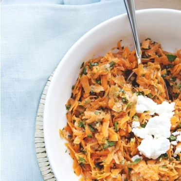 Wortelsalade met fetakaas en kruiden - Dille & Kamille