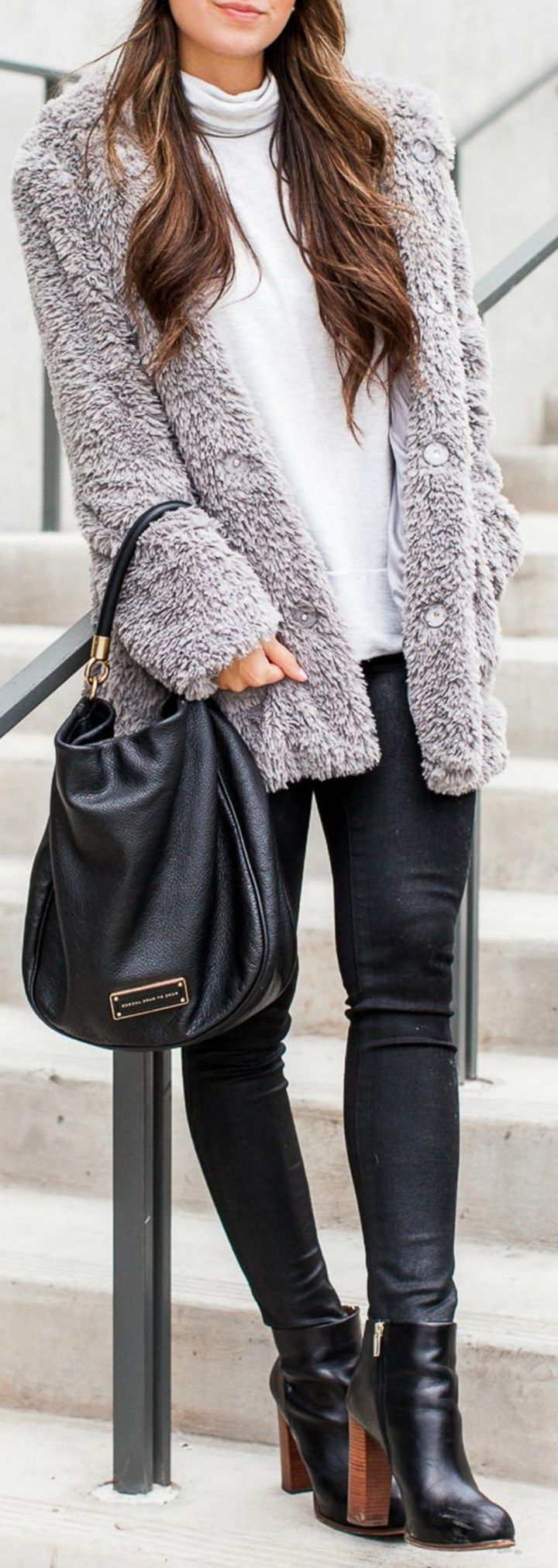 Business Casual Outfit Ideas for Women for Work for Winter for Office for Young Professionals - ideas de trajes de trabajo para mujeres - www.Poshiroo.com #WomenCasualShoes