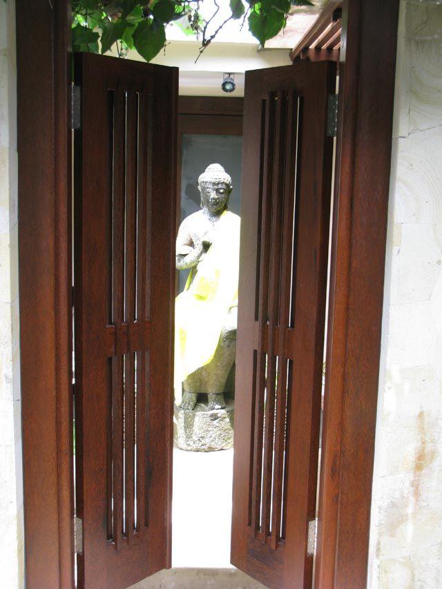 #TravelBlog in #Ubud #Bali on #PrivateVilla  with beautifully inviting #entry through #doors @villadiabig