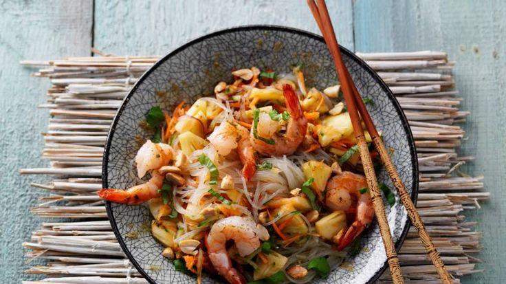 Dieser pikante Glasnudelsalat ist ein echter Klassiker der Thai-Küche. Das Limetten-Dressing macht ihn fruchtig und leicht - perfekt für den Sommer.