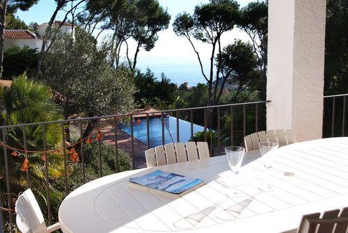 Casa de verano con gran piscina   Alquileres en la Costa Brava