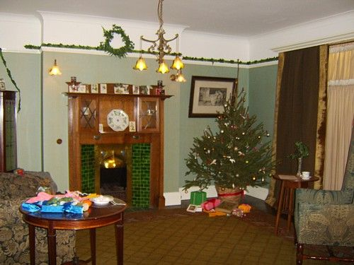 Christmas Past Exhibition Photos: 1900 1914 Edwardian Room