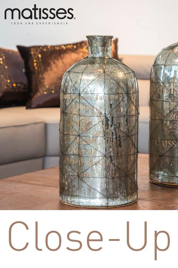 Es importante que escojas decorativos a tono con el estilo de tu hogar, para estancias con aire rústicas, unas botellas con desgastado son la mejor opción.