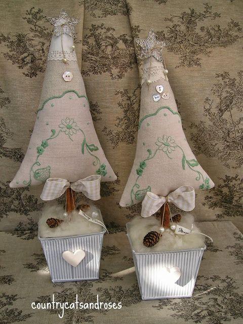 countrycatsandroses: piccoli alberi crescono...mentre il Natale si avvicina!