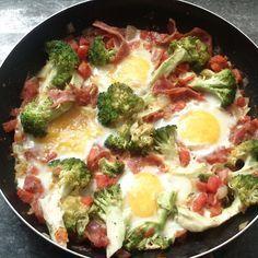 Huevos rotos con brócoli y jamón - Brócoli Pasión