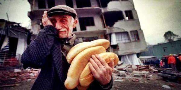 17 Ağustos Depremi ! Ekmeği paylaştıklarımızın yokluğunun hüznü .