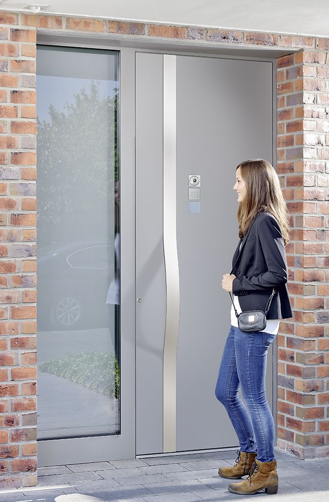 #Design voordeur #adecco Talio. Pronkstuk van uw woning door de opvallende #handgreep. Prachtige #opvallende #voordeur