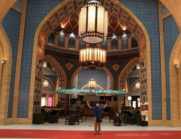 Modest Starbucks outlets. | 35 Things You See Everyday In Dubai