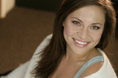 American mezzo-soprano Irene Roberts (1990+) made her SFOpera debut as Giulietta in Les Contes d'Hoffman in 2013. In her debut with the MET in 2012-13, she appeared in Le Nozze di Figaro and Parsifal. She appeared as a soloist with the LA Philharmonic and Duke University Orchestra. Her career highlights include Carmen and Rosina (Il Barbiere di Siviglia) with Townsend Opera. She also won 2nd prize in the advanced division at the 41st Annual Palm Beach Opera Vocal Competition.