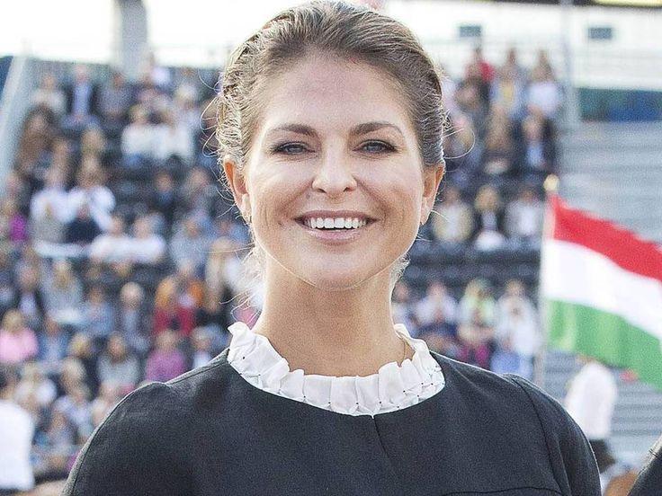 Madeleine von Schweden ist schwanger. Das wird natürlich nicht nur im Königshaus gefeiert. Auf Facebook zeigen sich Fans weltweit begeistert. Nicht nur die Schweden sind ganz aus dem Häuschen: Prinzessin Madeleine (35) hat auf Facebook bestätigt, dass sie und ihr Ehemann Chris O' Neill...