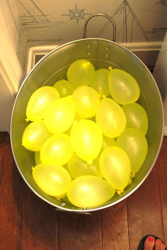 lemonade stand party games- water balloon toss