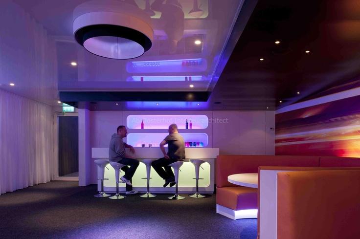 CLC lounge Zwolle. Een bijzonder sfeervolle loungeruimte voor jongeren. Ondanks dat de ruimte klein is wordt het niet zo ervaren.  ontworpen door Ab Oosterhof Interieurarchitect