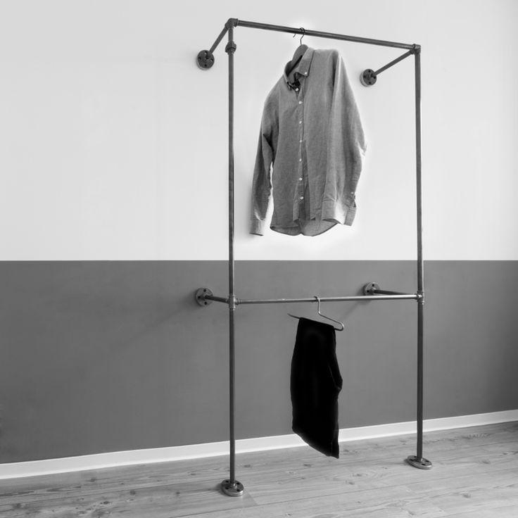 Offener kleiderschrank aus metallrohr open wardrobe for Garderobe rohre