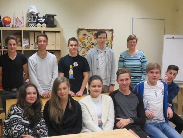 For the 4th consecutive year U.S. Fulbright scholars have been visiting the Talent Development Program Community Houses of the Csányi Foundation nationwide. On November 6, 2015 Ellen Litwicki ('15 University of Szeged) visited the Community House of Szeged and spoke about Halloween & Day of the Dead with the students.