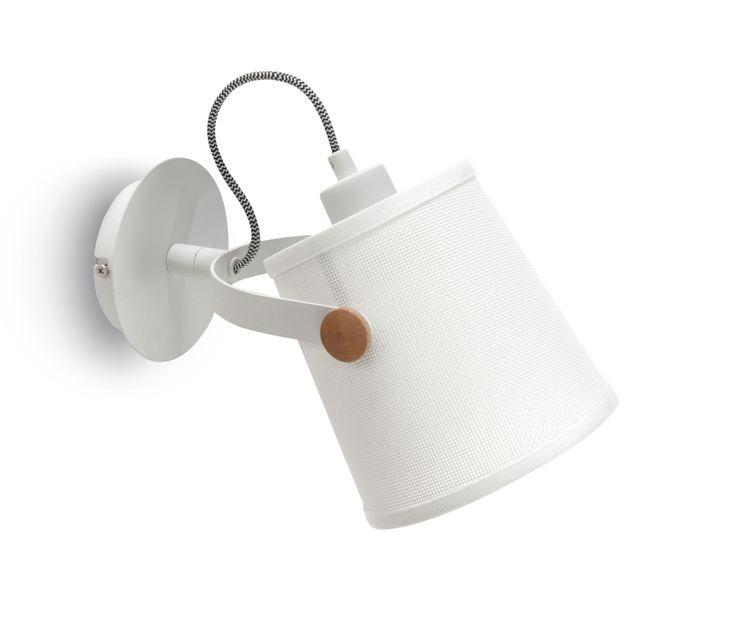Rodzina lamp NORDICA to ciekawe połączenie tworzywa sztucznego z drewnem w skandynawskim stylu. Uniwersalny kolor lampy sprawia, że będzie ona doskonałym dodatkiem do wystroju każdego salonu i pokoju.