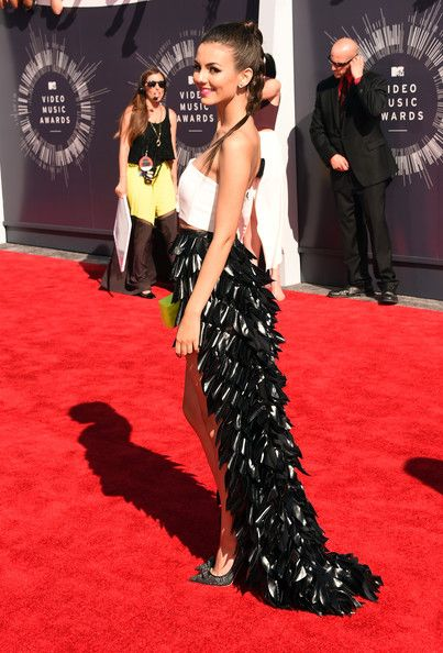 Victoria Justice Photos - Actress Victoria Justice attends the 2014 MTV Video Music Awards at The Forum on August 24, 2014 in Inglewood, California. - Arrivals at the MTV Video Music Awards — Part 2