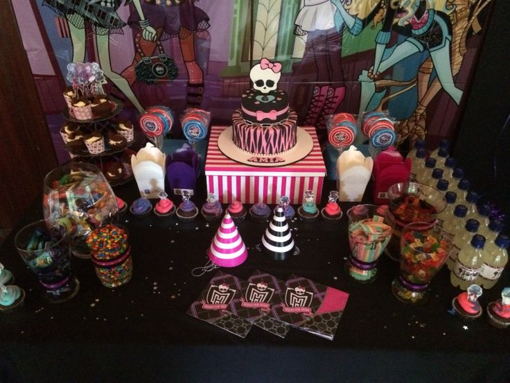 Amias monster high party lolly buffet and cake table