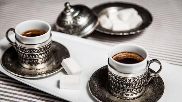 Il caffè turco e la caffeomanzia: i segreti del caffè alla turca