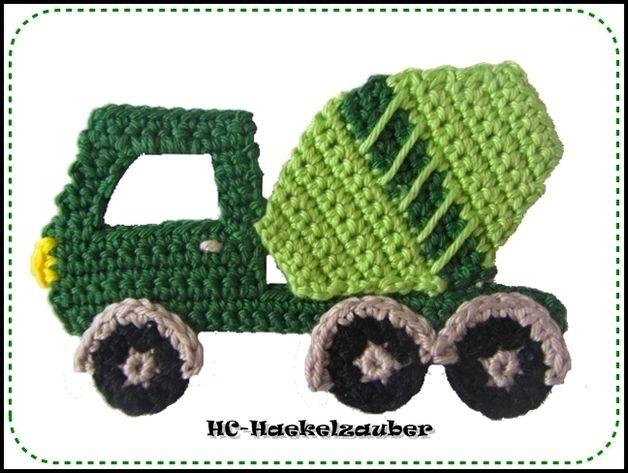 Handgehäkelter Lastwagen ca.: 12cm x 7,5cm.   Gerne kann ich dieses auch in Ihrer Wunschfarbe häkeln, hierbei einfach nur eine kurze Nachricht beim Kauf hinterlassen.  Diese Applikationen kann...