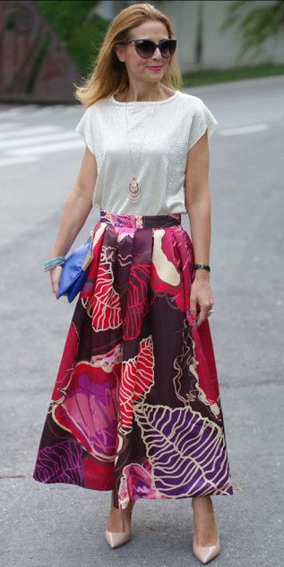 Modest knee length floral print midi below the knee length skirt | Mode-sty #nolayering tznius jewish orthodox pentecostal mormon lds evangelical christian apostolic