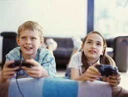 Los videojuegos en la educación. Está muy claro que las nuevas generaciones se encuentran fuertemente atraídas por la tecnología y aun mas, si estas tienen un componente lúdico fuerte, como es el caso de los videojuegos.