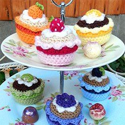Fruity Cupcakes - Free Amigurumi Pattern - PDF Format - Click picture Cupcakes here: http://mojimojidesign.com/free-patterns/