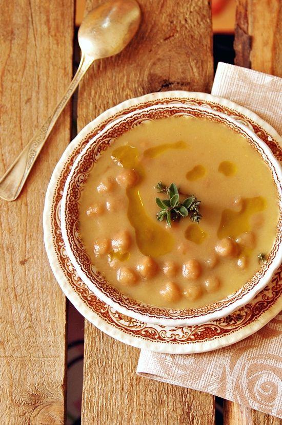 Italy - Italian food - zuppa di ceci - chickpea soup