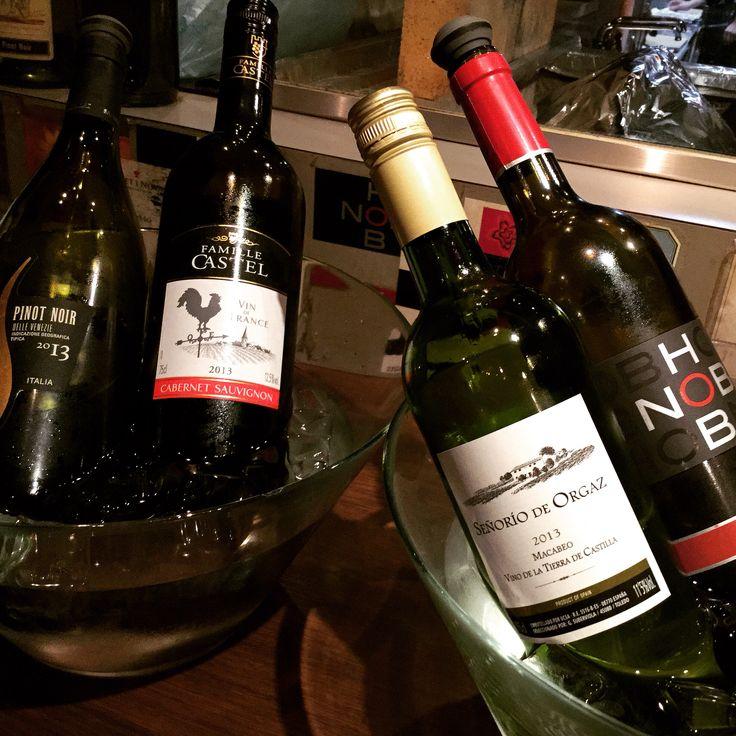 こんにちは情熱屋です。  週末いかがお過ごしでしょうか? 今日はグラスワインのご紹介です。  27種類のワインを取り揃えております。グラスで9種類飲み比べ、お楽しみいただけます。  まずは赤のおすすめは…  【ボデガ イニエスタ・コラソン・ロコ・ティント720円】CLでも好調なバルセロナのファンタジスタ「イニエスタ」のワイナリーで造られた情熱的な大人味ワインです。  白は…  【トリヴェント トリブ トロンテス750円】バルサ・メッシの故郷アルゼンチンのワイン。アロマとキレのある味わいがメッシのドリブルのような心地よい一本です。  写真はホブノブ・メルロー、ファミーユ、セニョリオ・デ・オルガスなど480円からご用意してます。  情熱屋にワイン飲みにいらしてください!  #門前仲町 #バル #ワイン #スペイン #ILoveYouTokyo