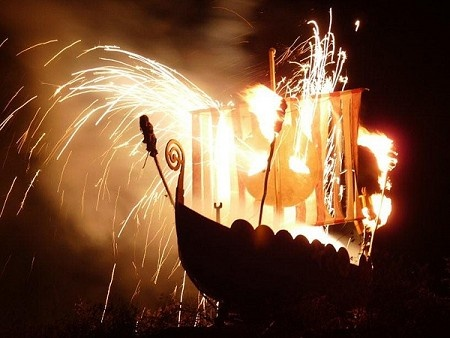 Bonfire night, fireworks and Guy Fawkes in Lewes, East Sussex, UK I had been to this celebration in 1970-brilliant!
