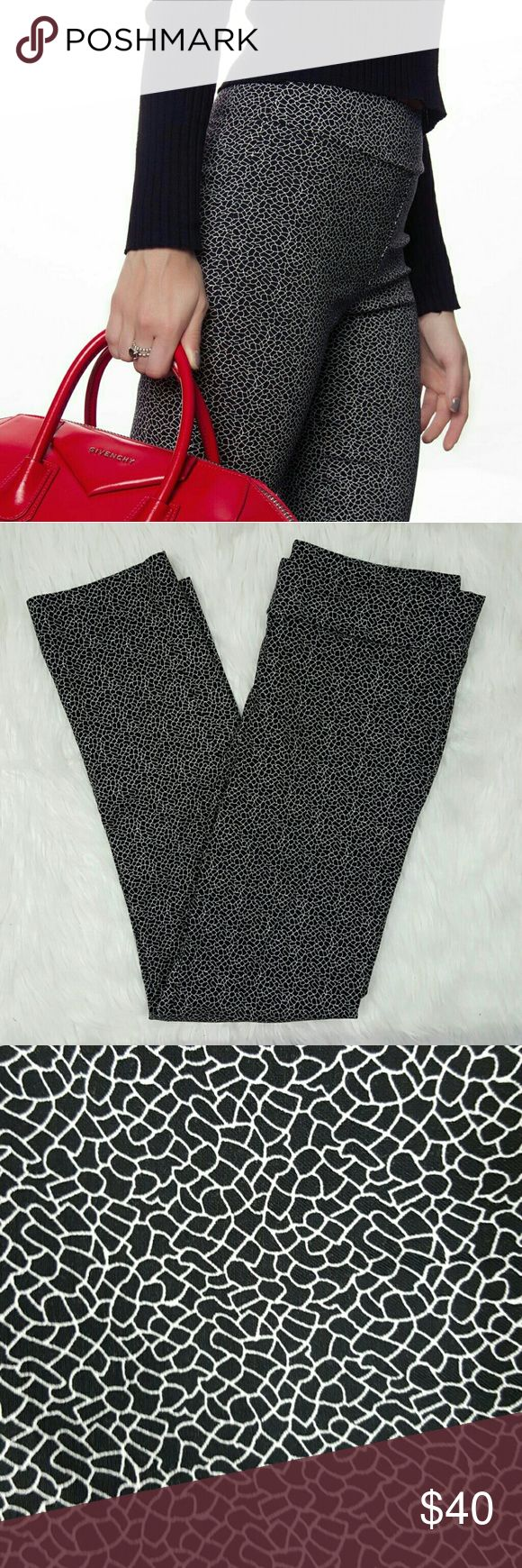 Margaret M Slimming Pant, L These ultra comfortable slimming pants by Margaret M are going to revolutionize your wardrobe!  Size Large (Sz. 12-14).  Made in Canada.  Stitch fix engineering that provides a slight tummy tuck feature at waist, stretchy material that forms to your body, and a smooth finished look.  Wear with a blouse and cardigan or blazer for work or pair with a simple tee for a casual weekend look.  Waist-15.5 inches.  Hips-16 inches.  Inseam-26.5 inches.  These pants are in…