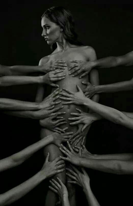 Να εκθετεις το μυαλό σου......        .......Όχι το σώμα σου.........!!!!  Graffiti*