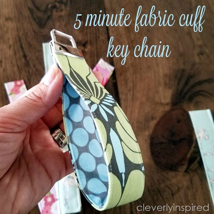 This little craft project is easy and so fun to make! 5 minute fabric cuff keychain makes perfect little DIY gifts too.