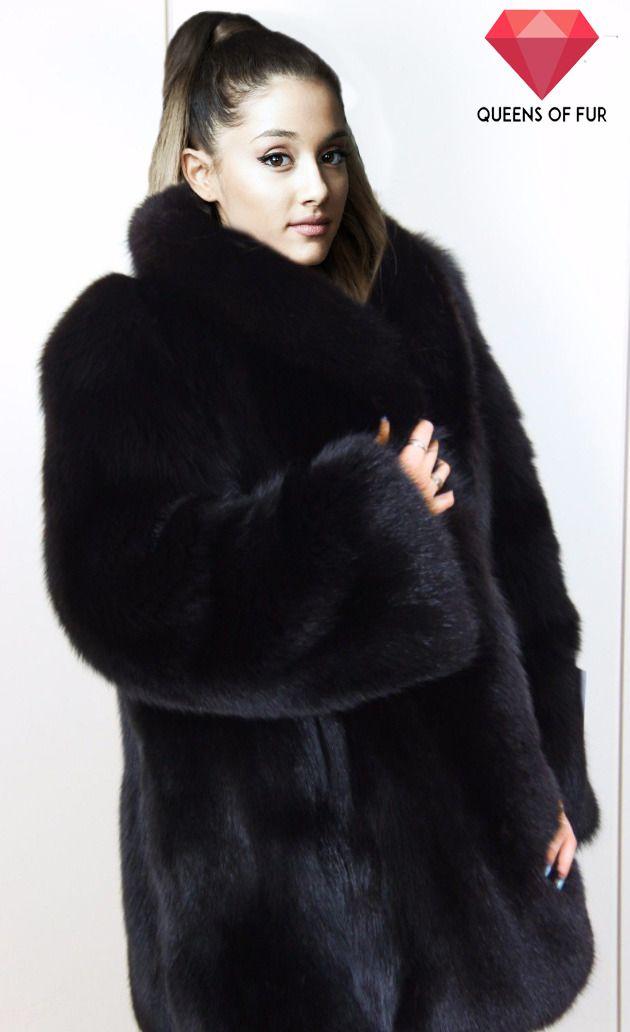 19655ea4 Ariana Grande in black fox fur coat | Fur Site 298.40 in ...