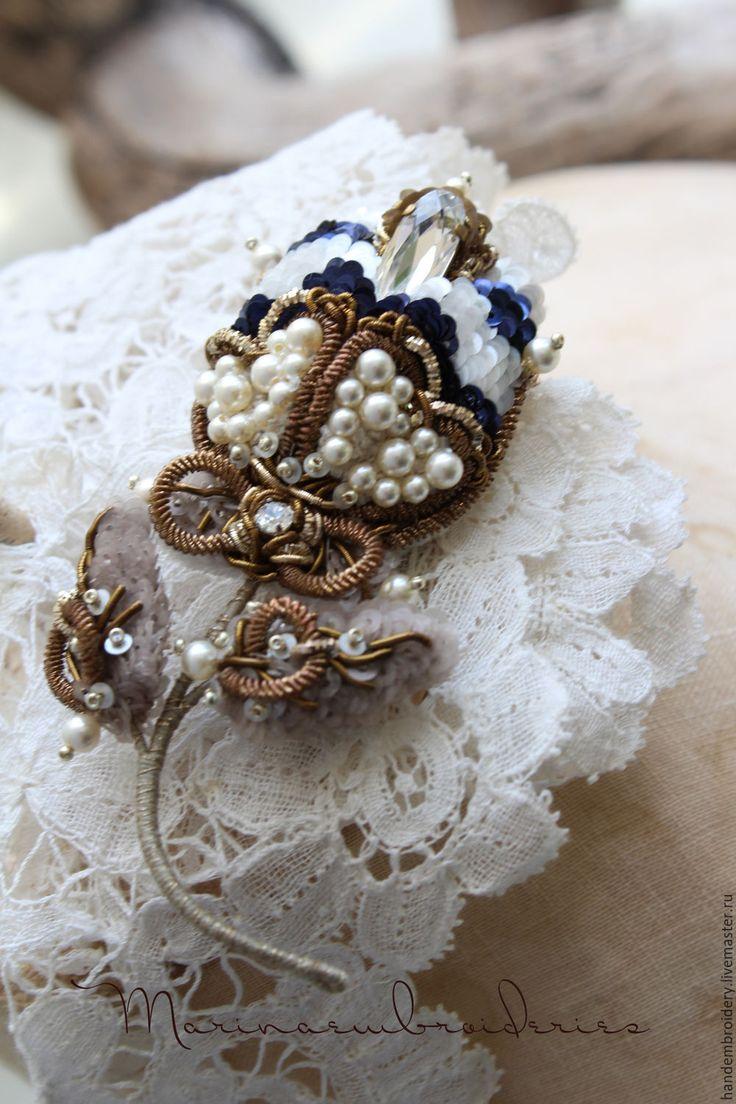 """Купить Брошь """"Весна. Время тюльпанов"""". - комбинированный, белый, синий, медный, полоска, морской, цветок"""