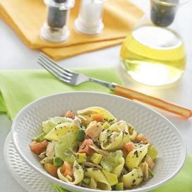 Pasta in insalata con avocado e tonno