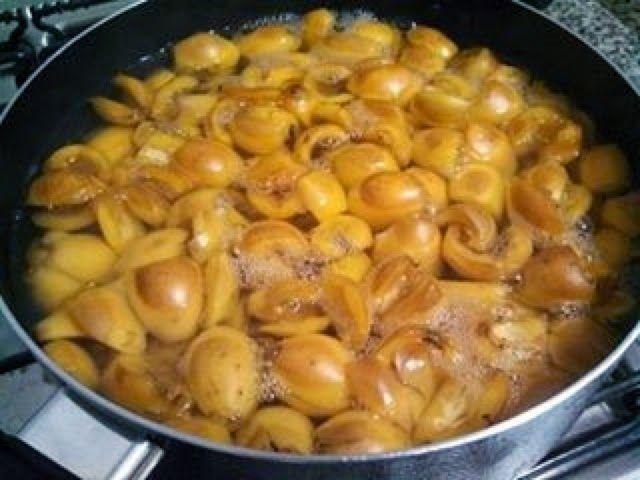 A nêspera, também conhecida como ameixa amarela, é uma fruta que fez parte da minha infância. Sempre presente nos quintais e fazendas, sucul...