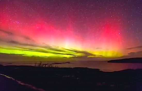 Northern Lights Put on Show in UK, Ireland (RAW VIDEO)