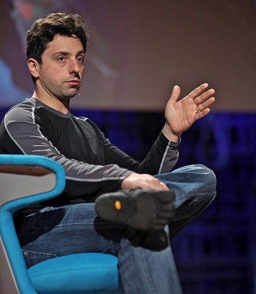 """""""Alcuni dicono che Google è Dio. Altri dicono che Google è Satana. Ma se pensano che Google sia troppo potente, si ricordino che con i motori di ricerca, a differenza di altre società, basta un solo clic per passare ad un altro motore di ricerca"""".    Sergey Brin"""