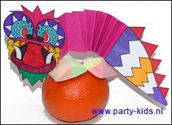 Chinese draak op een mandarijn. Je kunt de draak op allerlei traktaties gebruiken.