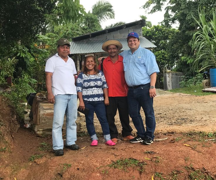 De izquiera a derecha Don Luis Carlos Rodríguez (Vice Presidente), Doña Dalis  From left to right Don Luis Carlos Rodríguez (Vice President), Doña Dalis (Association Member) and Don Jaime Herrera (President) of Trinidad - Los Chiles Agricultural Products Association of Capira, West Panama