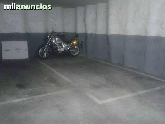 Vendo plaza de garaje en centro de Valdemoro, esquinera, de tamaño normal, posibilidad de moto. En las fotos hay bici y moto. Pocos coches, mando a distancia. Contacto por email.