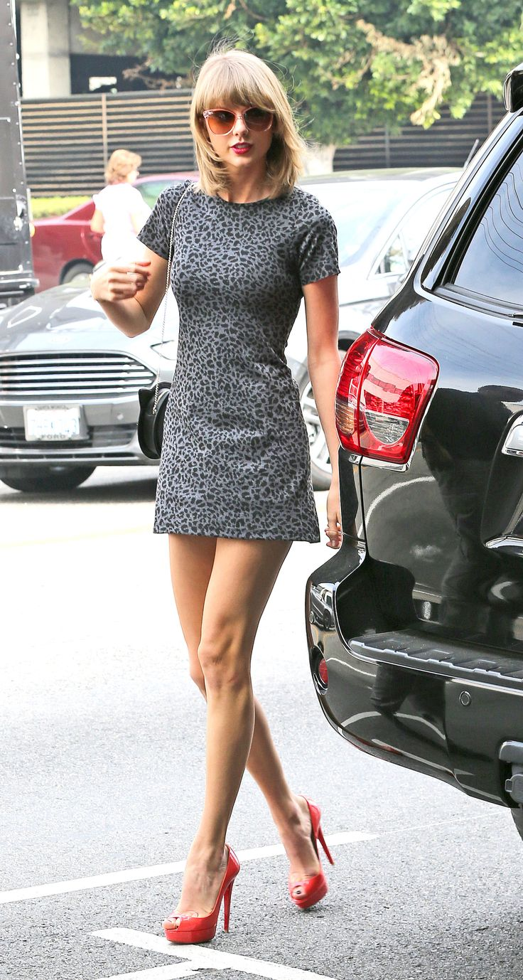 Taylor Swift Takes Street Style to the Next Level  - MarieClaire.com