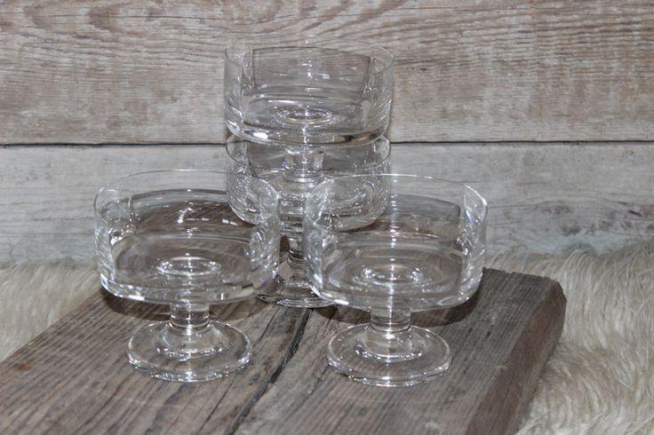 Vintage Schalen - 4 Dessertschalen 70s Glas eckig vintage Eisschalen - ein Designerstück von Manuelas-Allerlei-Shop bei DaWanda
