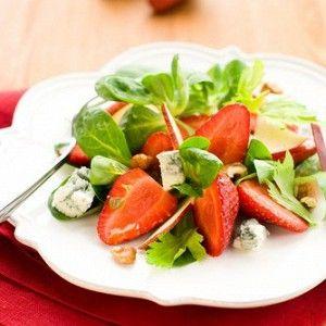 Салат из шпината, клубники и голубого сыра с малиновым винегретом рецепт – салаты с сыром, низкокалорийная еда: салаты. «Афиша-Еда»