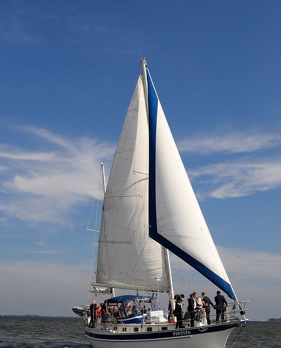 Sailing Day Charter in Baltimore and Annapolis. Sailboat charter - Annapolis, Baltimore, Chesapeake Bay Maryland sailboat charters on the Sailing Ketch Pintita