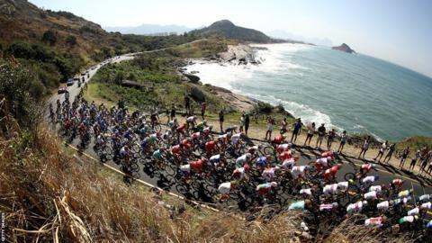 The peloton rolls through Grumari during the Men's Road Race